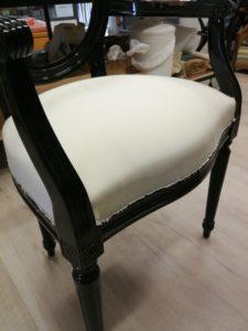 Fauteuil Louis XVI fixation toile blanche assise