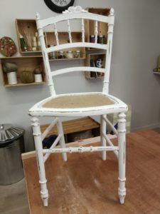 chaise peinture blanche + effet usé