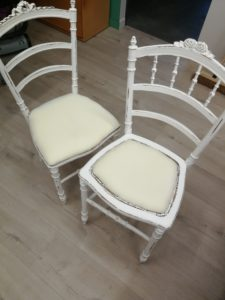Collage mousse chaises