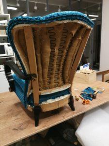 fauteuil art déco passepoil dossier