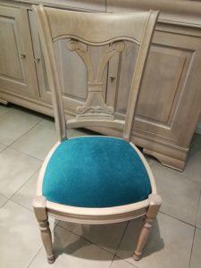 Chaise de style avec galette bleu canard