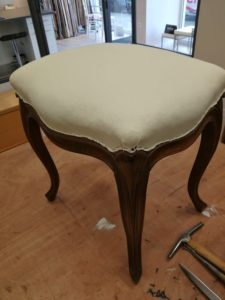 Tabouret Louis XV toile blanche